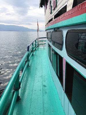 faehre-lake-toba