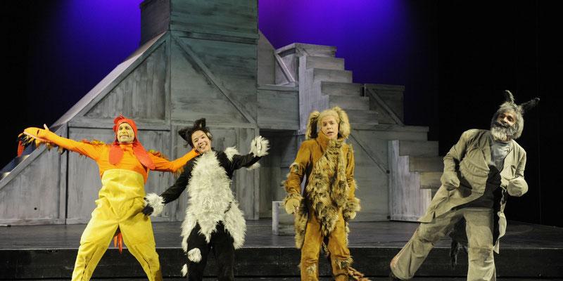 Die Musikanten bei ihrem Schlusslied. (Bildquelle: Theater Ulm)