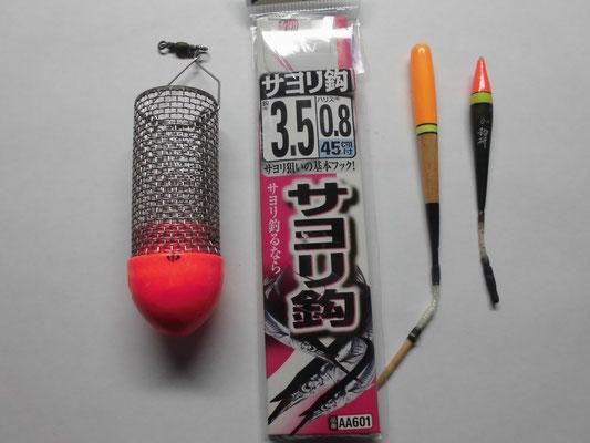 サヨリ釣り 撒き餌籠ウキとサヨリ針と棒ウキの写真