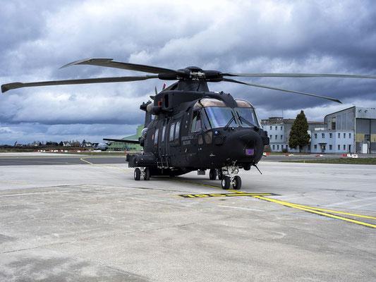 Un HH-101 sull'aeroporto di Cervia (Foto. FInmeccanica)