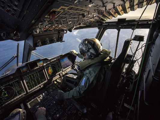 Il cockpit del HH-101 completamente digitale. (FOTO: FInmeccanica)