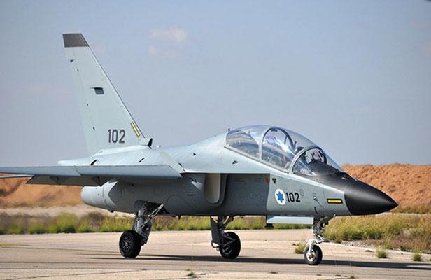 """Tutti i TA-4 sono stati sostituiti dai più moderni Alenia Aermacchi M-346 """"Master"""" denominati """"Lavi"""". (foto: IAF)"""