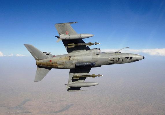Un A-11 mostra il Pod Litening agganciato sul pilone ventrale. (Foto :Aeronautica Militare)