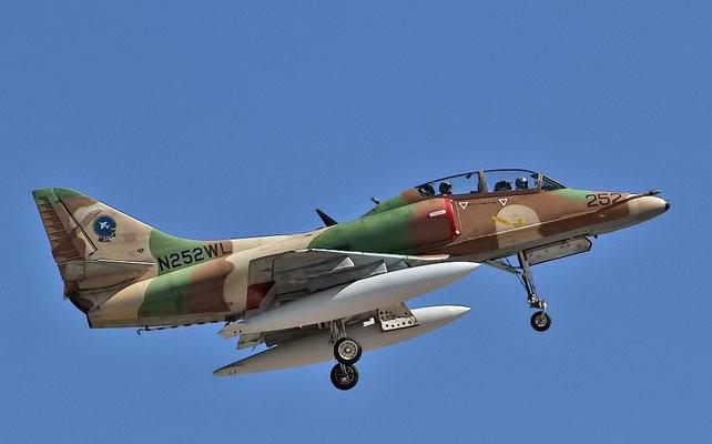 Un TA-4J usato per l'addestramento dei piloti. (Foto: Bill Word)