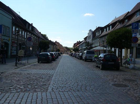 Steinstrasse mit Einkaufsmöglichkeit