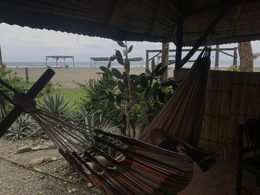 unserere Terrasse mit Blick zum Meer