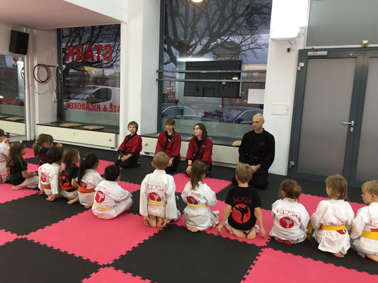 Kinder Turnen Karate Frankfurt3
