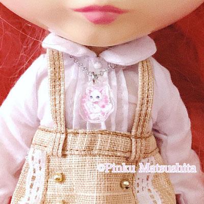 小さな小さな乙女の誓い (ドール用ペンダント)白猫リミィお手紙ver