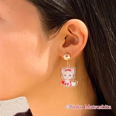お姫様の耳飾り ピアス/イヤリング (白猫リミィちゃんのさくらんぼ柄)着画