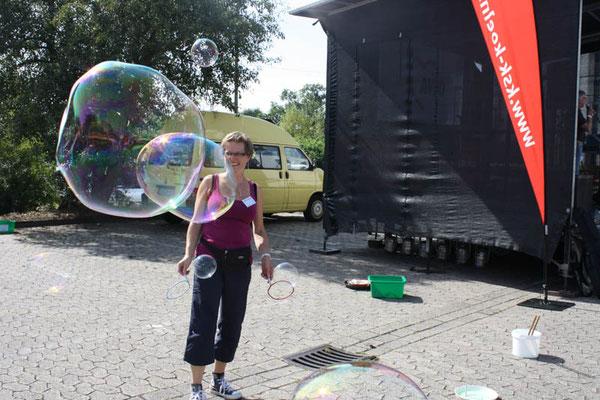 Bild ich und Seifenblasen
