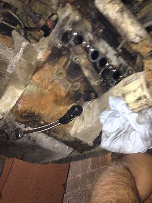 t3 kenner wissen was sache ist und was es für eine sch****arbeit ist: komplette abgasanlage ab, da undicht und turbo ja eh schon ab war ;-)