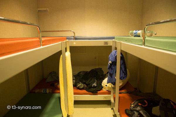 unsere liegebetten im schiffsrumpf
