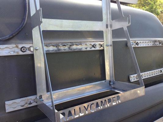 befestigung reservekanister wasser/diesel heck. von rallycamper