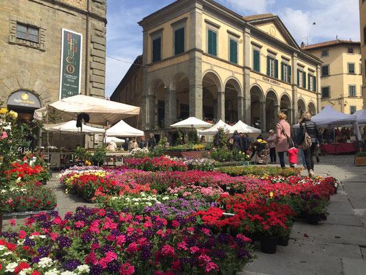 Bloemetjes markt in Cortona