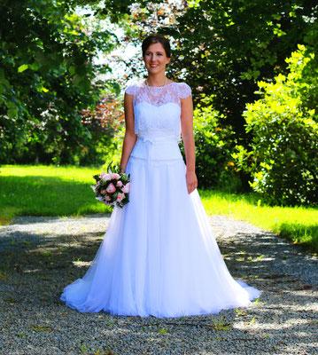 Célia / Juin 2016 - Ludivine Guillot, robe de mariée sur mesure à Lyon.