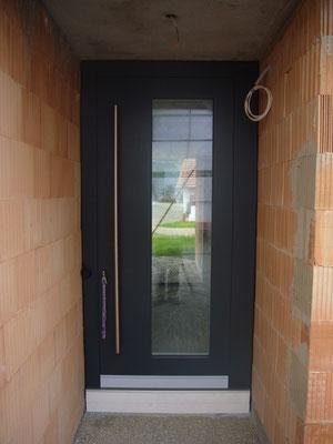 Flächenbündige Haustüre mit verdecken Bändern