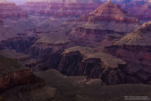 Entre gargantas y cañones  / Between gorges and canyons