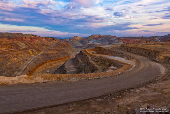 Cerro colorado  /  Colorado hill