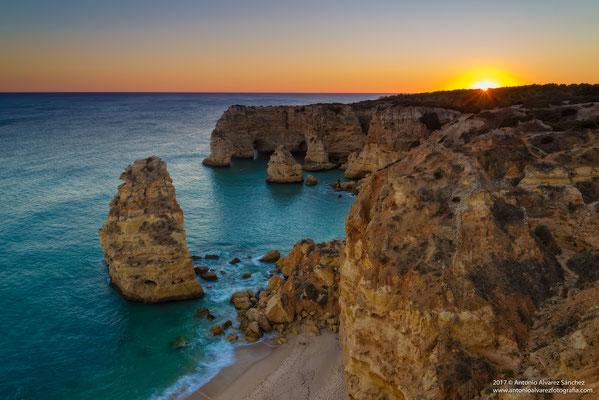 Atardecer de otoño en playa Marinha  / Autumn sunset at Marinha beach