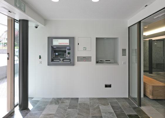 Postfinance Heitenried, Architekt:  0815 architekten, Freibourg, Lichtplaner: Sommerlatte & Sommerlatte AG, Zürich
