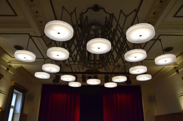 Löwensaal Rüti, Architekt: luzius baggenstos Architektur, Rüti, Pendelleuchte in Zusammenarbeit mit Froelich + Corbella Metallprodukte, Zürich