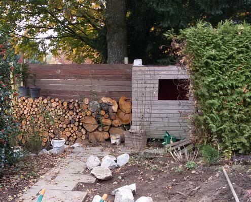 alte Holzdielen werden zum Sichtschutz
