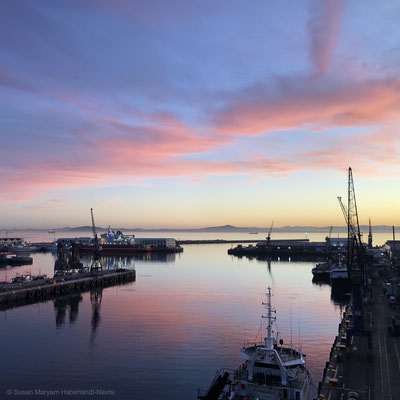 V&A Waterfront - April 9th 2020, 06:53 am - 'sunrise'
