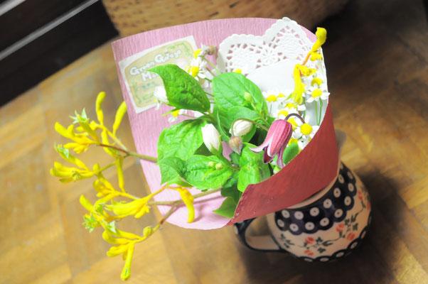 小さい花束は飾る場所を選びませんよ。 ¥500