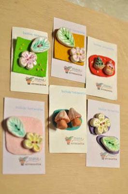ボタン 各種 〈花、キノコ、切り株、サンタクロースなど。。お気に入りを見つけてください〜〉