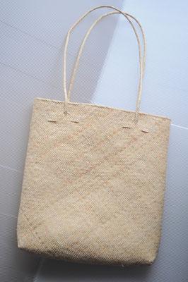 かごバッグ A4サイズの書類が入る大きさです。軽やかにお持ち下さい。 1500円