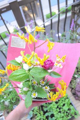 感謝の気持ちを花束に。。¥800