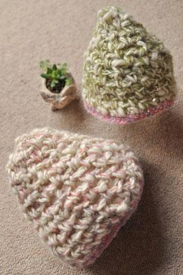 ご姉妹のお子様用キャップ リクエストいただきました。チクチクしない羊毛を紡いで編みました。
