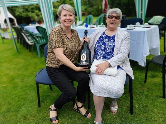 Tādos svētkos šampanietis nekad nevar būt par daudz! Paldies Cipules kundzei par dāvinājumu!