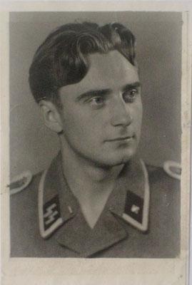 Schulfreund Ceronis in SS-Uniform 1943. Jānis traf ihn überraschend in der Kriegsgefangenschaft in Belgien wieder