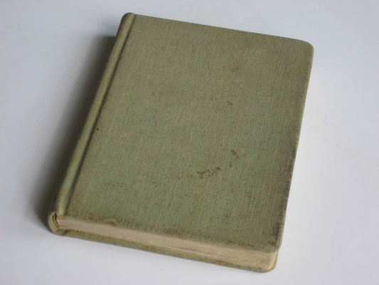Jāņa grāmatas 1946.gada pirmizdevums, iesiets cietos vākos un apvilkts ar telšu brezenta drēbi