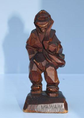 Diese Holzfigur bekam Jānis zu seinem 25. Geburtstag im Kriegsgefangenenlager in Belgien geschenkt
