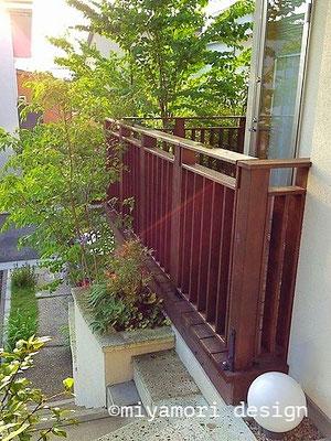 玄関ドアからの眺め©miyamori design