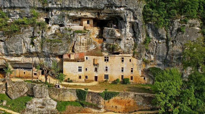 La Maison Forte de Reignac en Dordogne, France.