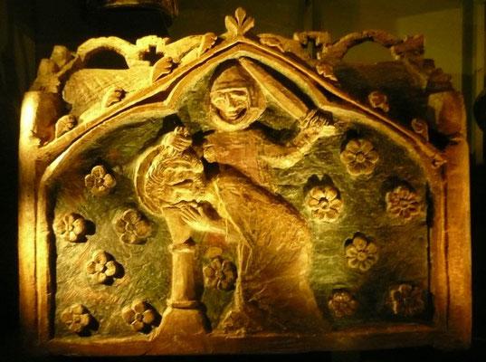 Châsse-reliquaire en bois représentant la décapitation de Saint-Marcel dans l'église de Saint Marcel (fin XIIIè-début XIVème s.)