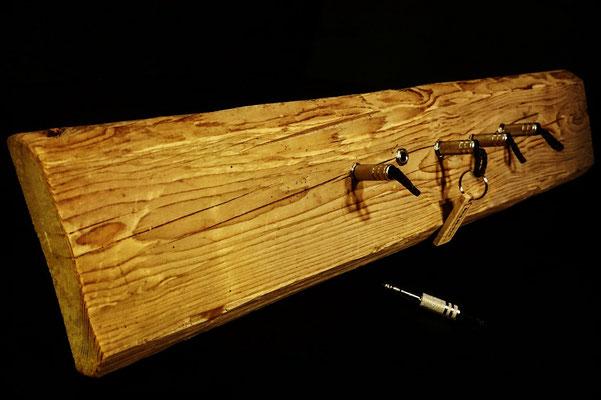 """Schlüsselboard aus einem 500 Jahre alten Eichenbalken - Exklusiv von """"schönES Ding"""""""