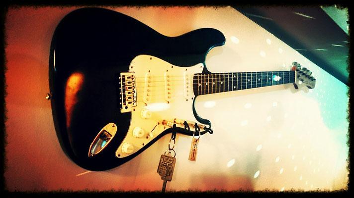 """""""schönES Ding"""" Schlüsselboard eine E-Gitarre. www.schoenesding-hh.de"""