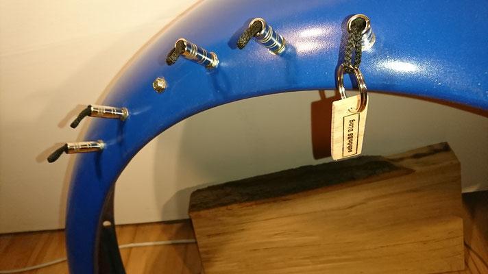 """Schlüsselregal aus einem VW Käfer Kotflügel mit Lampe - Exklusiv von """"schönES Ding"""""""