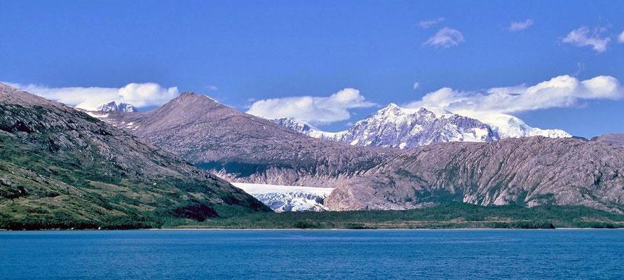 Ainsworth-Bucht und Marinelli-Gletscher.