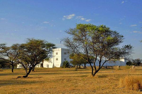Das Fort Namutoni ist eine im Südosten des heutigen Etosha-Nationalparks in Namibia gelegene ehemalige Polizei- und Militärstation.