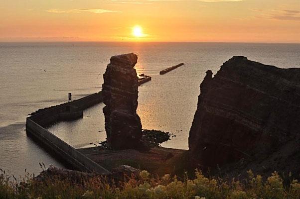 Sonnenuntergang an der Langen Anna bei Flut.