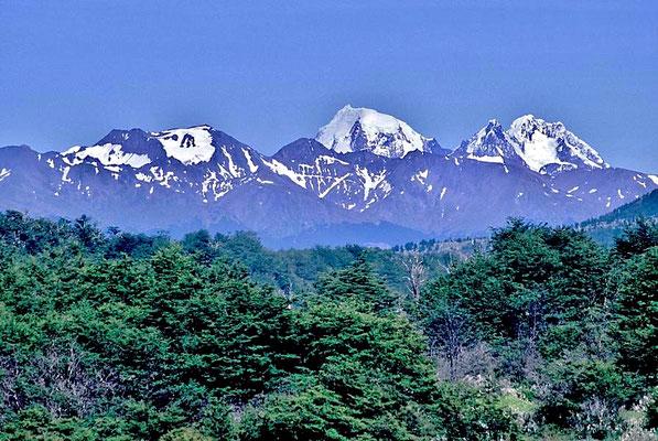 Die Anden, das längste Gebirge der Welt. durchziehen den gesamten südamerikanischen Kontinent – von der Karibik bis Feuerland.