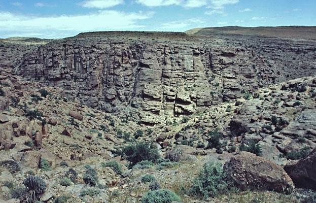 Westsahara, der größte Teil des Landes besteht aus einer Stein-Felswüste.