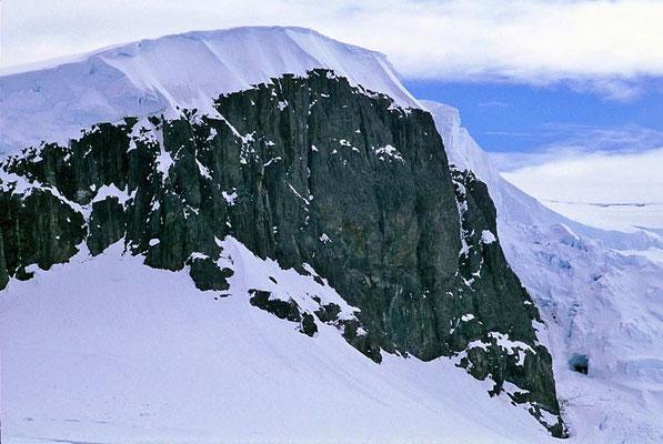 Antarktis bedeutet der Arktis gegenüber.