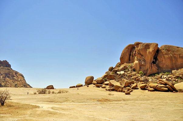 """Ein weiterer Höhepunkt beim Besuch auf Ameib ist die Felsformation """"Elefantenkopf""""."""