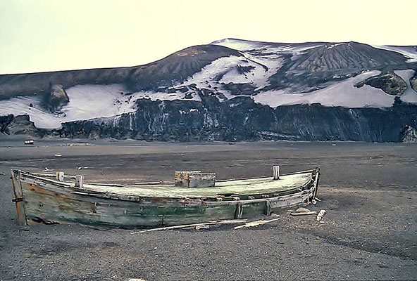 Altes Walfänger Boot auf Deception Island.